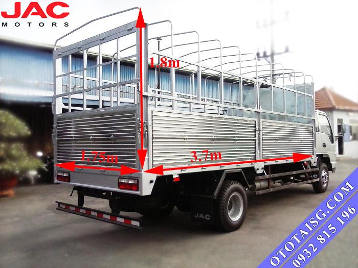 Kích thướt thùng xe tải 2.4 tấn Jac thon gọn, thuận tiện cho việc chuyên chở các mặt hàng nặng tải, rất dễ lưu thông vào các tuyến đường trong nội thành-ototaisg.com
