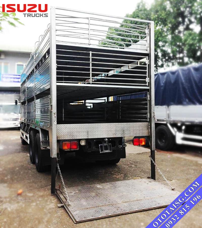 Xe tải Isuzu gắn bàn nâng chở gia súc, chở heo, lợn-ototaisg.com