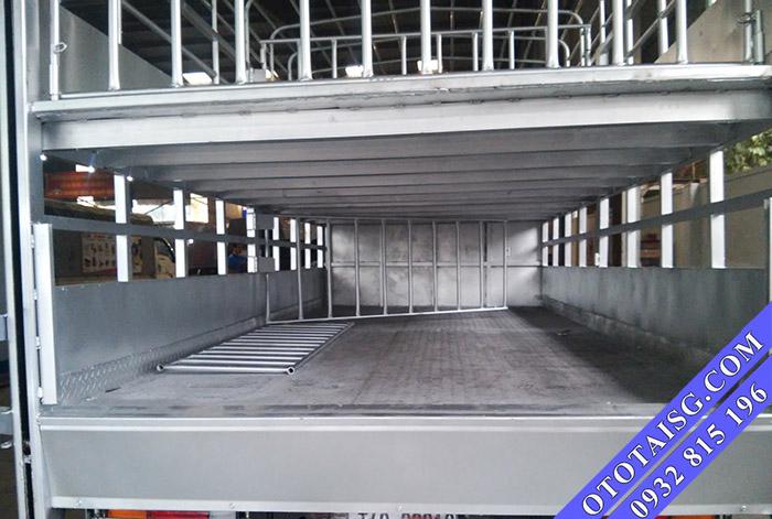 Sàn thùng xe chở gia cầm, xe chở gà vịt được đóng bằng INOX 304 chắc chắn-ototaisg.com