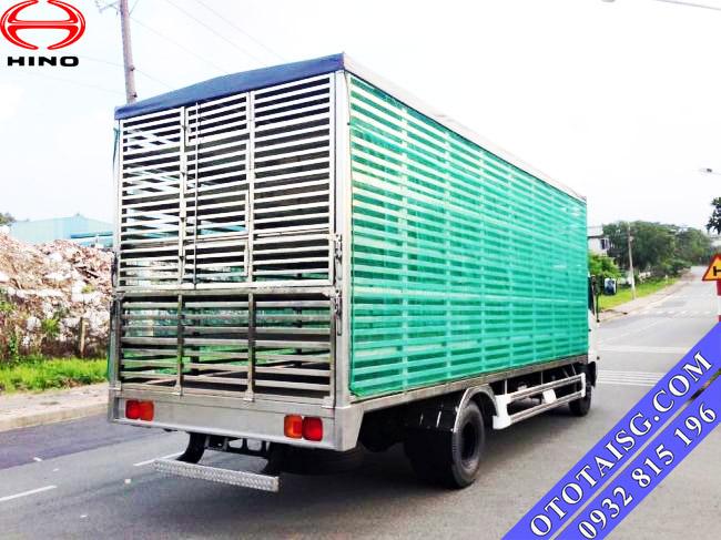 Xe tải Hino chuyên dùng chở gia cầm, thùng xe chở gia cầm, gà vịt cần đáp ứng yêu cầu kĩ thuật, tính an toàn-ototaisg.com